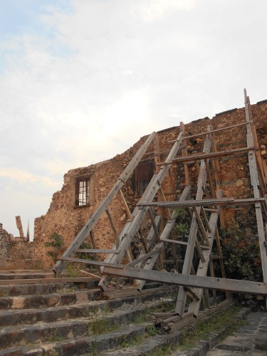 Imagen de Morelos: a más de dos años del sismo (propio), Parroquia de La asunción, ángulo de perfil (atribuido)