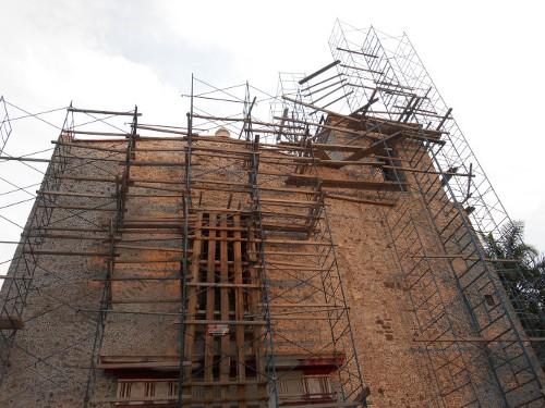 Imagen de Morelos: a más de dos años del sismo (propio), Parroquia de La asunción, ángulo en contrapicado frontal  (atribuido)