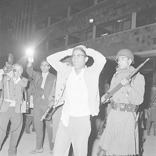 Imagen de MGP2663 (atribuido), Toma Casco detenidos ejército sep 1968 (alternativo)