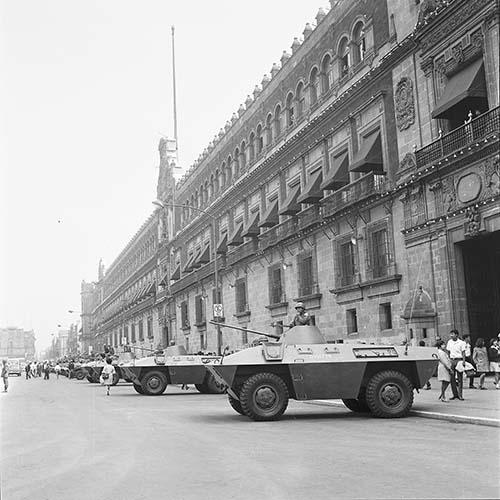 Imagen de MGP2688 (atribuido), Toma Casco detenidos ejército sep 1968 (alternativo)