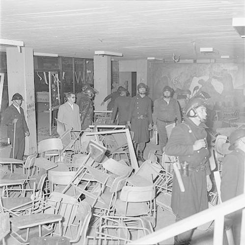 Imagen de MGP2693 (atribuido), Toma Casco detenidos ejército sep 1968 (alternativo)