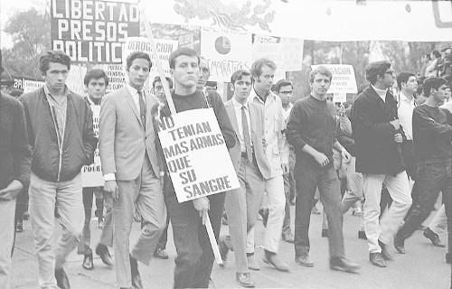 Imagen de MGP2802 (atribuido), Gobernación. Mitin. Estudiantes en la glorieta de Simón Bolívar (alternativo)