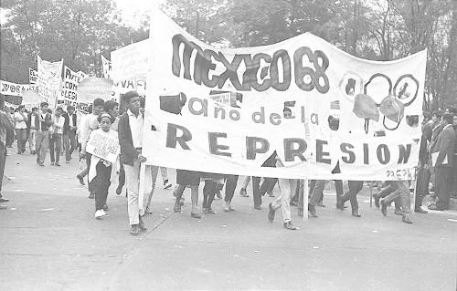 Imagen de MGP2814 (atribuido), Gobernación. Mitin. Estudiantes en la glorieta de Simón Bolívar (alternativo)