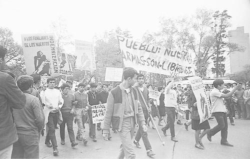 Imagen de MGP2835 (atribuido), Gobernación. Mitin. Estudiantes en la glorieta de Simón Bolívar (alternativo)