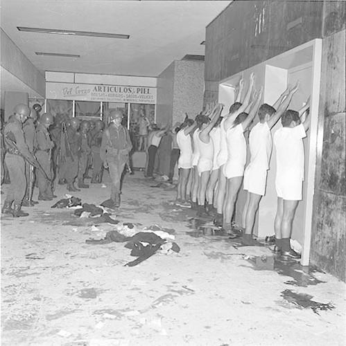 Imagen de MGP3082 (atribuido), Mitin Tlatelolco aprehensión líderes octubre 1968 (alternativo)