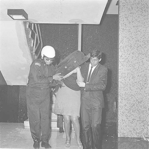 Imagen de MGP3084 (atribuido), Mitin Tlatelolco aprehensión líderes octubre 1968 (alternativo)