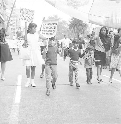 Imagen de MGP3129 (atribuido), Mitin señoras Cámara de Diputados octubre 1968 (alternativo)