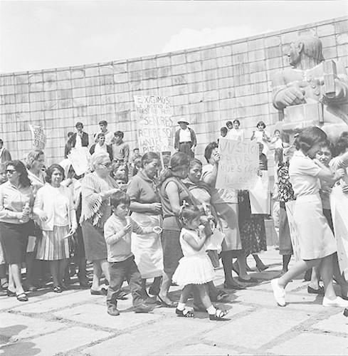 Imagen de MGP3131 (atribuido), Mitin señoras Cámara de Diputados octubre 1968 (alternativo)