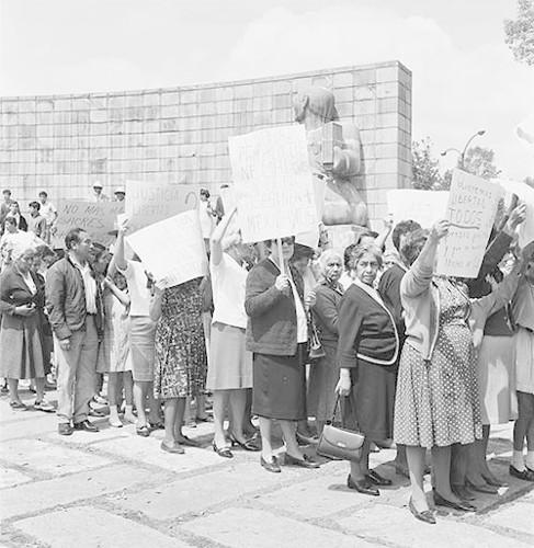 Imagen de MGP3133 (atribuido), Mitin señoras Cámara de Diputados octubre 1968 (alternativo)