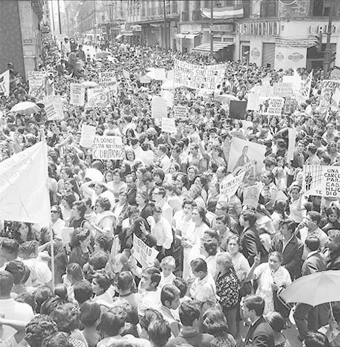 Imagen de MGP3138 (atribuido), Mitin señoras Cámara de Diputados octubre 1968 (alternativo)