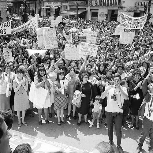 Imagen de MGP3157 (atribuido), Mitin señoras Cámara de Diputados octubre 1968 (alternativo)
