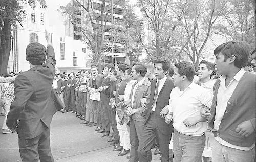 Imagen de MGP2260 (atribuido), Mitin estudiantil zócalo juárez 27 agosto 1968 (alternativo)