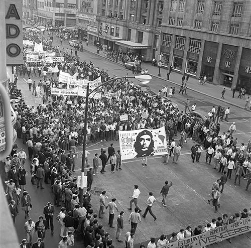 Imagen de MGP2094 (atribuido), Mitin estudiantil martes 13 agosto 1968 (alternativo)