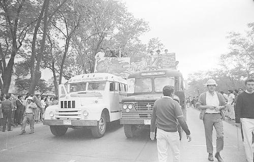 Imagen de MGP2414 (atribuido), Mitin estudiantil zócalo juárez 27 agosto 1968 (alternativo)