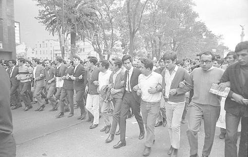 Imagen de MGP2418 (atribuido), Mitin estudiantil zócalo juárez 27 agosto 1968 (alternativo)