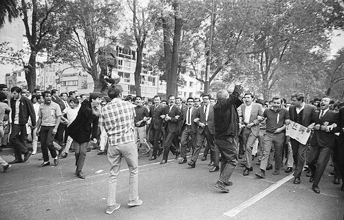 Imagen de MGP2419 (atribuido), Mitin estudiantil zócalo juárez 27 agosto 1968 (alternativo)