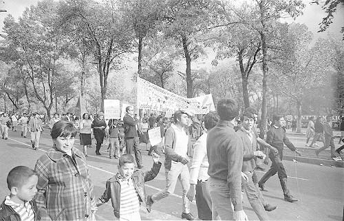 Imagen de MGP2436 (atribuido), Mitin estudiantil zócalo juárez 27 agosto 1968 (alternativo)