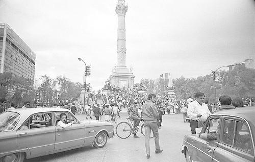 Imagen de MGP2442 (atribuido), Mitin estudiantil zócalo juárez 27 agosto 1968 (alternativo)