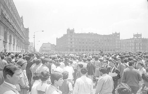Imagen de MGP2449 (atribuido), Mitin estudiantil zócalo juárez 27 agosto 1968 (alternativo)
