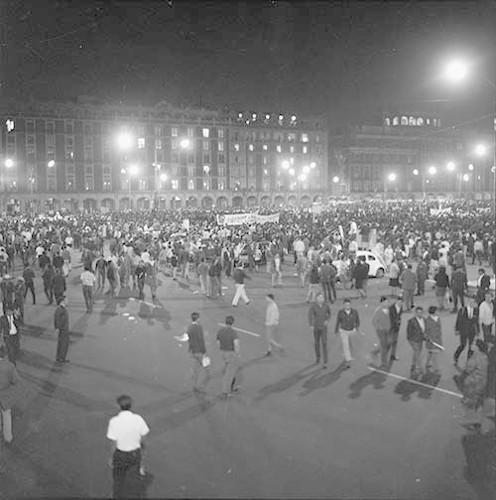 Imagen de MGP2488 (atribuido), Mitin estudiantil zócalo juárez 27 agosto 1968 (alternativo)