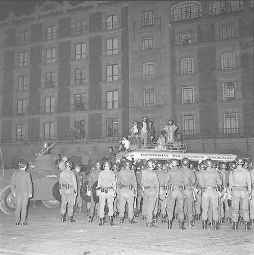 Imagen de MGP2506 (atribuido), Mitin estudiantil zócalo juárez 27 agosto 1968 (alternativo)
