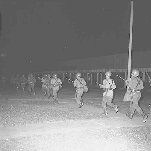 Imagen de MGP2613 (atribuido), Toma CU ejército letreros alusivos sep 1968 (alternativo)