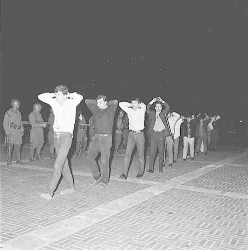 Imagen de MGP2622 (atribuido), Toma CU ejército letreros alusivos sep 1968 (alternativo)