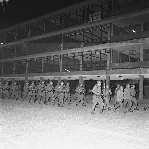Imagen de MGP2636 (atribuido), Toma CU ejército letreros alusivos sep 1968 (alternativo)
