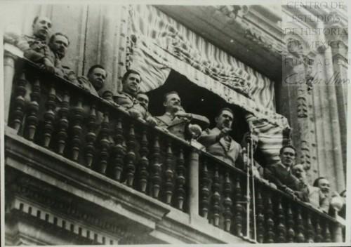 Imagen de El presidente Cárdenas se dirige a los manifestantes explicándoles la expropiación de la industria petrolera (atribuido)