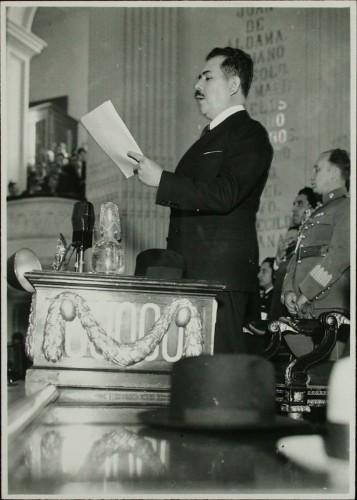 Imagen de Lázaro Cárdenas rinde un informe ante el Congreso de la Unión (atribuido)