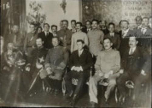 Imagen de El Presidente de la Huerta, con los Grales. Camacho, Hill, Calles y Alvarado, después del desfile (atribuido)