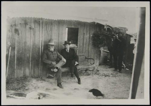 Imagen de Venustiano Carranza con su secretario particular, Alfredo Breceda, en la Hacienda de Guadalupe (atribuido)