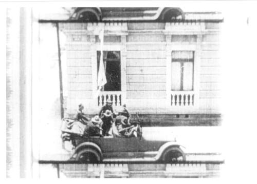 Imagen de Fotograma del automóvil delante de una casa (atribuido)