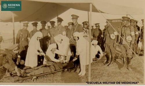 Imagen de Registro fotográfico de cinco enfermeras (atribuido)