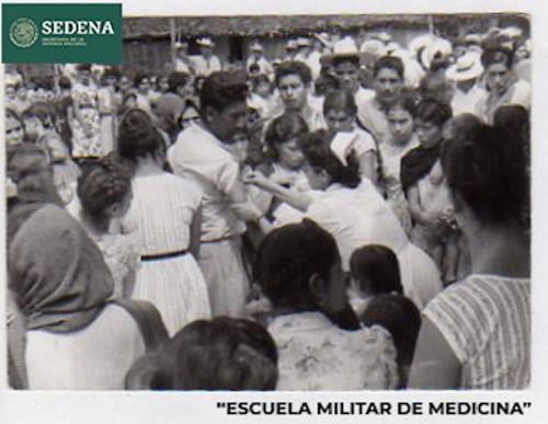 Imagen de Enfermera en un puesto de vacunación (atribuido)