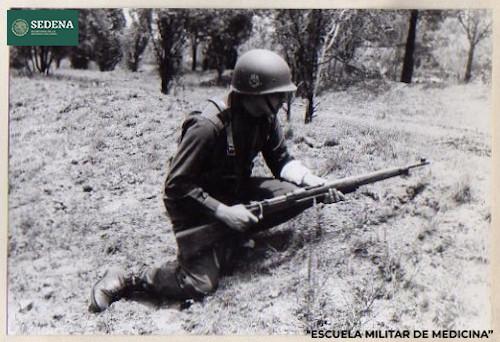 Imagen de Soldado en posición de combate con torniquete en el brazo izquierdo (atribuido)