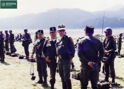 Imagen de Militares y funcionarios de la Escuela Médico Militar se preparan para llevar a cabo prácticas de maniobras (atribuido)