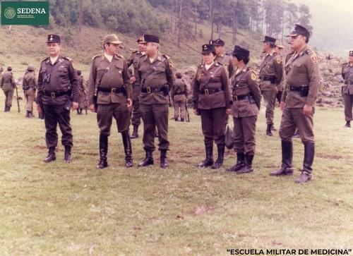 Imagen de Pase de lista y rendición de partes de seis directores de escuelas del sistema educativo militar (atribuido)