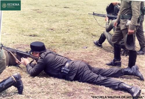 Imagen de Práctica de tiro del director de la Escuela Médico Militar, el general médico cirujano Enrique Espino Mucharraz (atribuido)