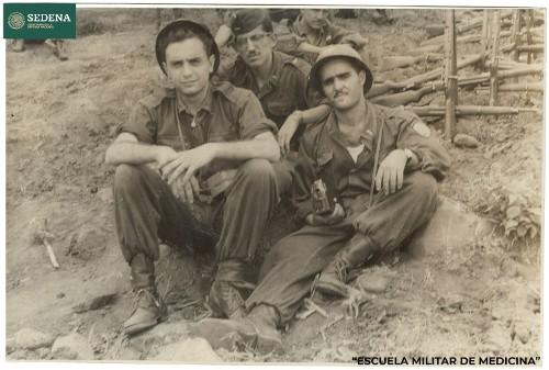 Imagen de Cadetes de la Escuela Médico Militar durante sus prácticas de campo (atribuido)