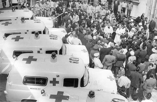 Imagen de El señor arzobispo bendice las nuevas ambulancias (atribuido)
