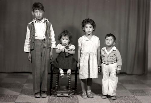 Imagen de Retrato de cuatro hermanitos en estudio (atribuido)