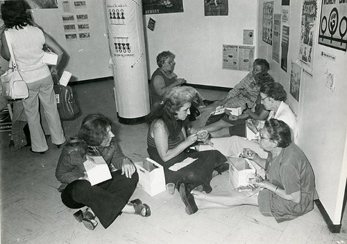 Imagen de Conferencistas en un receso del Programa del Año Internacional de la Mujer, celebrado en la Ciudad de México en 1975 (atribuido)