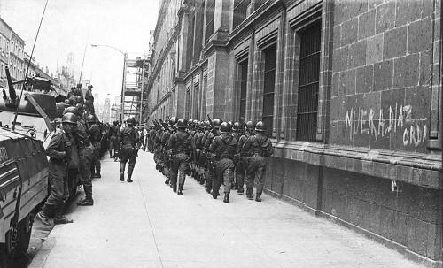 Imagen de El Ejército mexicano resguardando Palacio Nacional (propio)