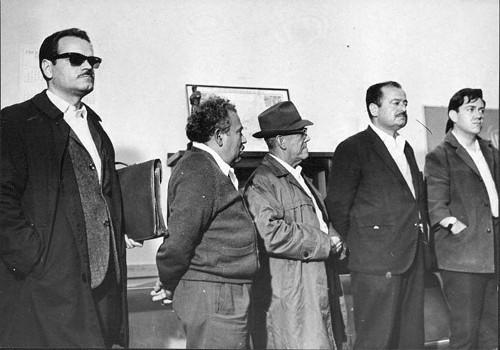 Imagen de Líderes estudiantiles y comunistas detenidos durante la represión de 1968, el último de la fila es Gilberto Rincón Gallardo (propio)