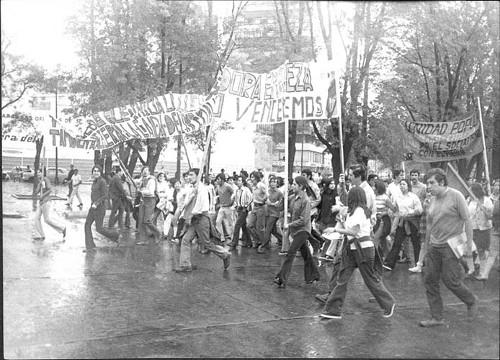 Imagen de Protesta de estudiantes en un aniversario de la matanza del 2 de octubre de 1968 (propio)