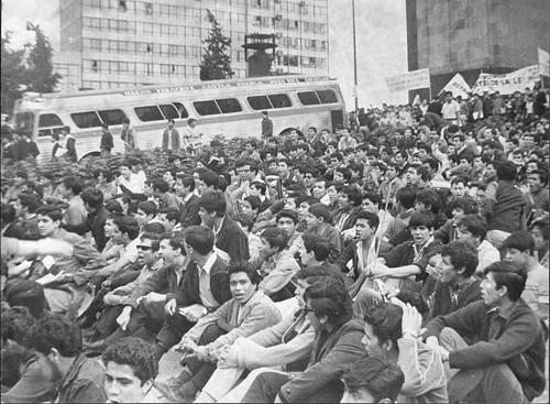 Imagen de Estudiantes en el Monumento a la Revolución (propio)