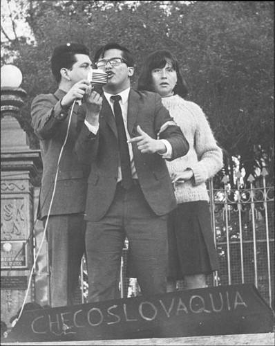 Imagen de Estudiantes de la Escuela Libre de Derecho protestando por la invasión de la URSS a Checoslovaquia (propio)