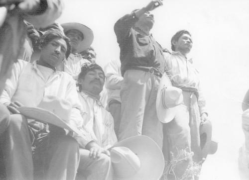 Imagen de Un campesino habla en una reunión agraria (propio)