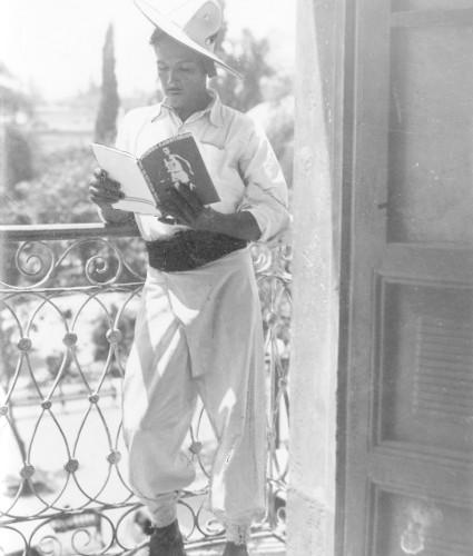Imagen de Campesino leyendo una revista (propio)
